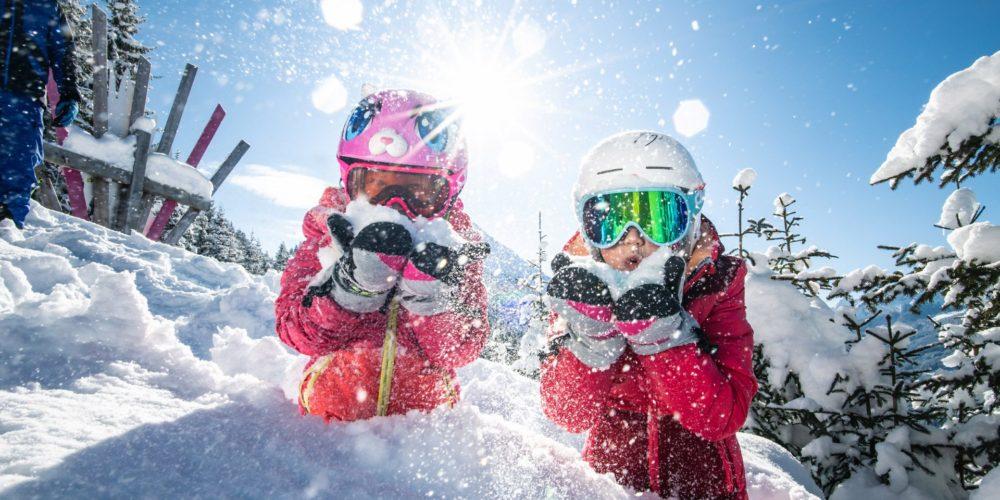 Spaß im Schnee mit Kindern in der Salzburger Sportwelt